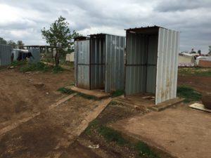 Åpne toalett i leir