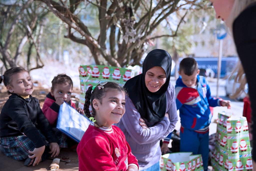 Zeinab og barna hennes på gaten i Beirut