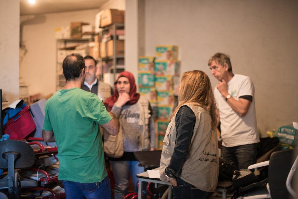 MoSA og MBS-AID i planlegging av distribusjon på lageret i Zahle. Foto: Kim Søderstrøm