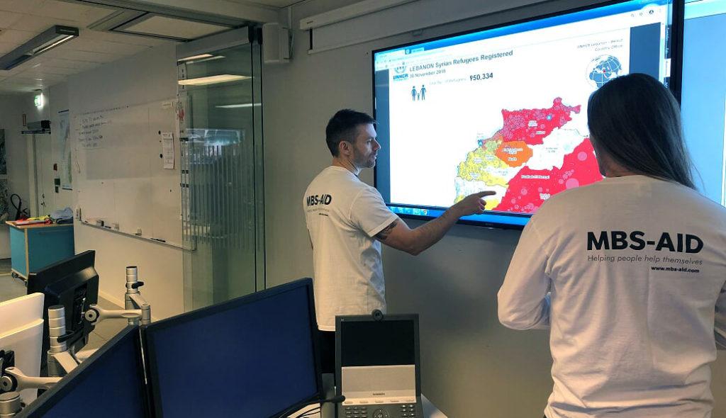 Kart over Bekaa og områdene distribusjonene vil ta plass gjennomgås av Kim og Gunnar.